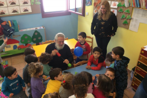 Ο Μητροπολίτης Σύρου Δωρόθεος Β ´, στον Παιδικό Σταθμό και στο Νηπιαγωγείο της Μητρόπολης