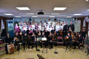 Χριστουγεννιάτικοι ύμνοι, τραγούδια και κάλαντα από την Παραδοσιακή – Βυζαντινή Χορωδία του Μουσικού Σχολείου Πειραιά