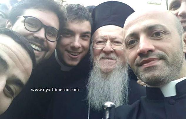 Η selfie του Οικ. Πατριάρχη με σπουδαστές στην πόλη Molfetta