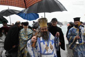 Υπό καταρρακτώδη βροχή τα Θεοφάνεια στη Χίο