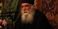Ο Γέροντας Νεκτάριος Μουλατσιώτης στον κατάμεστο Ι.Ν. Αγίας Φωτεινής Υμηττού