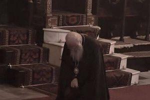 Ο Πατριάρχης του Γένους προσευχόμενος για όλο τον κόσμο!!