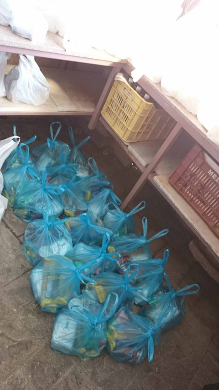 You are currently viewing Τρόφιμα σε άπορες οικογένειες του Άργους από τον Ιερό Ναό Αγίου Νικολάου