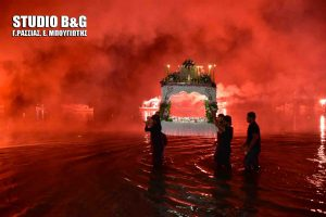 Μέσα στη θάλασσα η Περιφορά του Επιταφίου στο Τολό Ναυπλίου