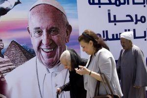 Εφτασε στην Αίγυπτο ο Πάπας Φραγκίσκος
