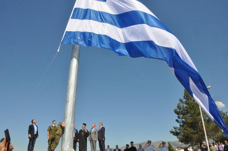 Περήφανα κυματίζει η γαλανόλευκη Σημαία μας- 150 τ.μ. -στη Δράμα