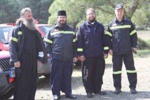 Λέσβος: Ιερείς εθελοντές πυροσβέστες
