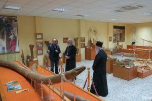 Οι Μητροπολίτες Σύρου και Γρεβενών επισκέφθηκαν την Παλαιοντολογική Έκθεση