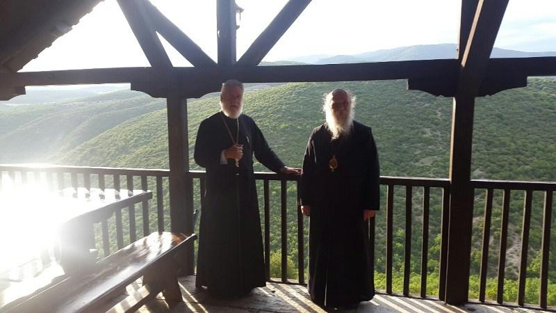 Οι Μητροπολίτες Σύρου και Γρεβενών επισκέφθηκαν τη Μονή Ζάβορδας