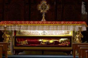 Τελετή παράδοσης του Ι. Λειψάνου της Αγίας Ελένης στην Εκκλησία της Ελλάδος