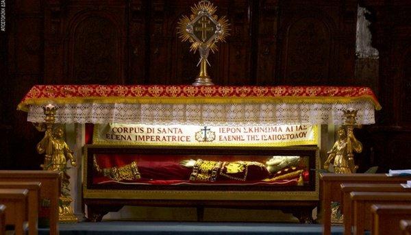Προς όλους εκείνους που διακωμωδούν την άφιξη της Αγίας Ελένης στην Αθήνα..