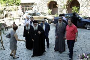 Ο Αρχιεπίσκοπος αντίκρισε τη βιβλική καταστροφή στο χωριό Βρίσα της Λέσβου