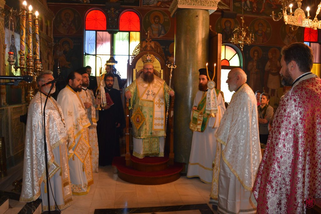 Θεία Λειτουργία στον Ιερό Ναό Αγίας Παρασκευής Μάνδρας