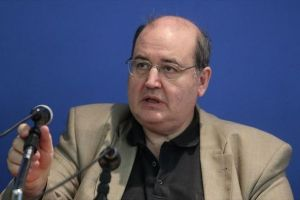 Ο Νίκος Φίλης απαντά αν είναι άθεος και επιτίθεται στον Αρχιεπίσκοπο