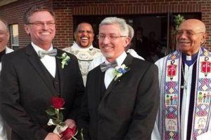 """ΣΟΥΗΔΙΑ – Σουηδός πρωθυπουργός: «Όποιοι ιερείς δεν θέλουν να τελέσουν """"γάμο"""" ομοφυλόφιλων, να βρουν άλλη δουλειά»"""