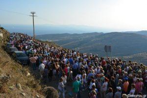 Παναγία Τήνου: χιλιάδες προσκυνητές συνέρευσαν στο ιερό νησί !