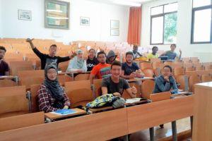 Τα ασυνόδευτα προσφυγόπουλα ξεκίνησαν σχολείο και στη Χίο