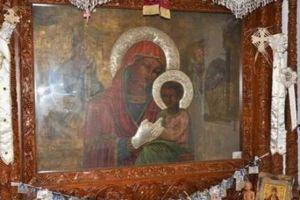 Λάρισα: Eκλεψαν τα τάματα και την Eικόνα της Παναγίας