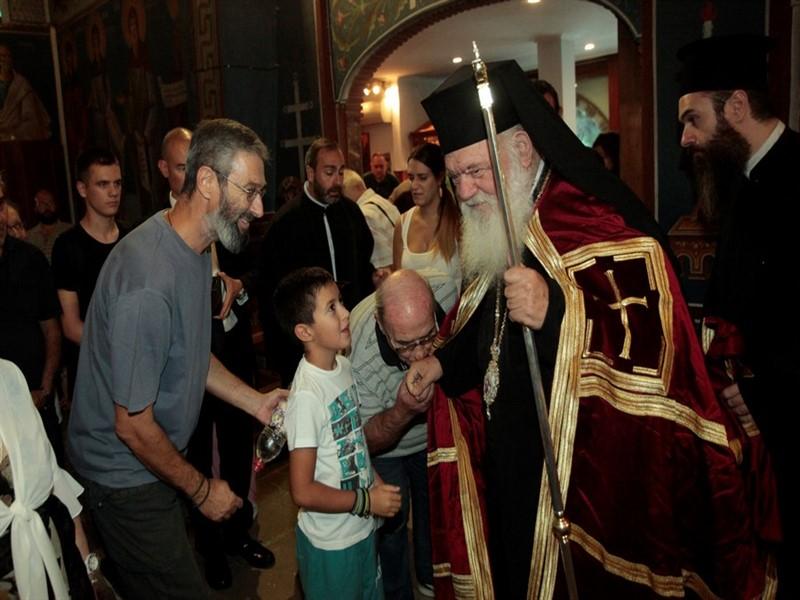 Ο Αρχιεπίσκοπος στον Iερό Nαό Τιμίου Σταυρού Χολαργού