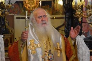 Αντιδρούν οι Μητροπολίτες για την αφαίρεση του Σταυρού – Τι έγινε στη Σαντορίνη ερήμην της Ι. Μητροπόλεως– Τί λέει ο Γέρων Θήρας Επιφάνιος