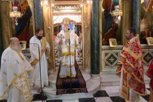 Ο Κορωνείας στον Ι. Ν. Αγ. Κωνσταντίνου Πειραιώς για την Παναγία Τριχερούσα.