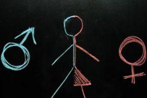 O Δήμος Γλυφάδας κάθετα αντίθετος με τις «έμφυλες ταυτότητες» στα Γυμνάσια