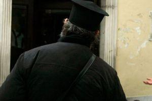Πύργος: Μεθυσμένος ιερέας προκάλεσε τροχαίο στο κέντρο της πόλης και μιλούσε απρεπώς  ••Να τον χαίρεστε Άγιε Ηλείας!!!