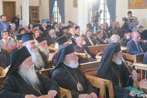 Ο Μητροπολίτης Σύρου στο Ιερό ησυχαστήριο τιμίου Προδρόμου Ακριτοχωρίου για τα 50 χρόνια Ιερωσύνης του καθηγουμένου Αλεξίου Ξενοφωντινού.