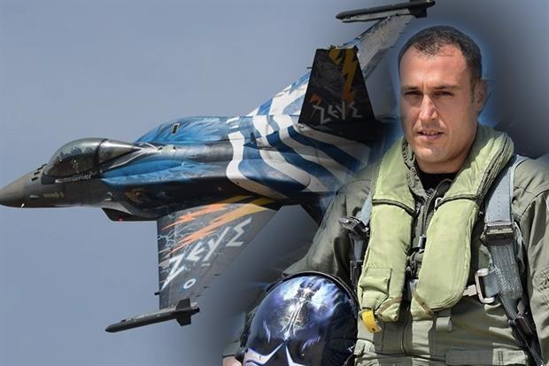 You are currently viewing Λουκάς Θεοχαρόπουλος: Αυτός είναι ο πιλότος που έκανε όλους τους Έλληνες να σηκώσουν το κεφάλι ψηλά