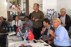 Οι Χιώτες επιστρέφουν στο χωριό τους στην Τουρκία, μετά την καταστροφή του 1922, και μιλούν για τις μνήμες των προγόνων τους