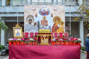 Με τιμές αρχηγού κράτους υποδέχθηκε ο κλήρος και ο λαός της Λάρισας την Αγία Ζώνη – Με δάκρυα στα μάτια μίλησε ο Γέρων Εφραίμ ο Βατοπεδινός