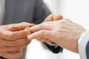 Καταπέλτης από Αρειο Πάγο: Ακυροι οι πολιτικοί γάμοι των ομόφυλων ζευγαριών