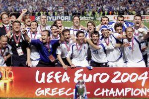 Η Εθνική ομάδα ποδοσφαίρου του 2004 στηρίζει την «Αποστολή»