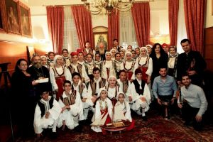 Παραδοσιακά τραγούδια και κάλαντα στον Αρχιεπίσκοπο