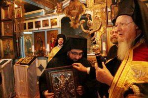 Ο Οικουμενικός Πατριάρχης Βαρθολομαίος εόρτασε την μνήμη του Αγίου Ανδρέου με την ρωσική παροικία της Πόλης, κατά το Ιουλιανό ημερολόγιο-