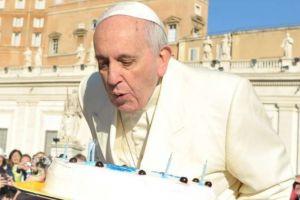 Ο Πάπας Φραγκίσκος έγινε 81 ετών – Δείτε την υπέροχη τούρτα που του έφτιαξε ένας street artist
