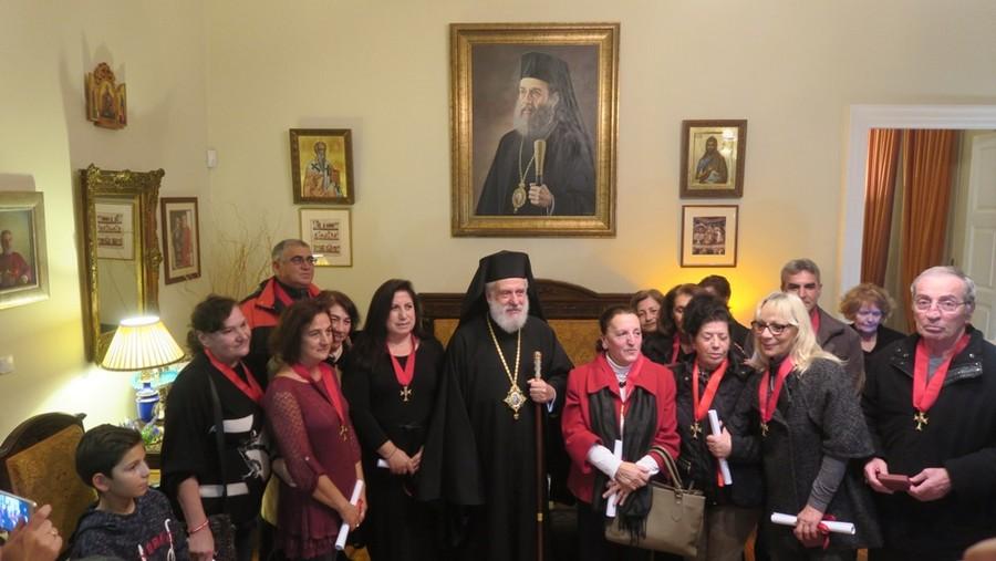 You are currently viewing Ο Μητροπολίτης Σύρου τίμησε τους συνταξιοδοτηθέντες Νοσηλευτές