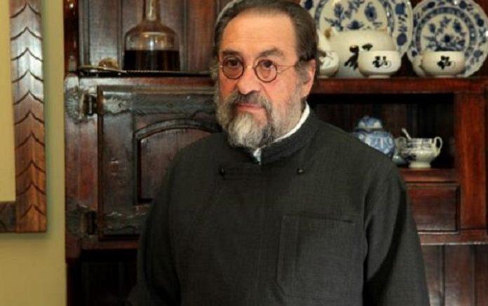 You are currently viewing Ο πατήρ Αλέξανδρος Καριώτογλου έχει το δικό του Ευαγγέλιο….
