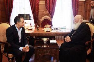 """Να μη μιλά η Εκκλησία για θέματα πολιτικής """"απαιτεί"""" ο Στ.Θεοδωράκης – Όλοι να έχουν γνώμη εκτός από την …Εκκλησία!"""