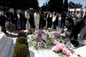 Τρισάγιο στον τάφο του μακαριστού Αρχιεπισκόπου Χριστοδούλου τέλεσε ο Αθηνών Ιερώνυμος για τα δέκα χρόνια από την κοίμησή Του