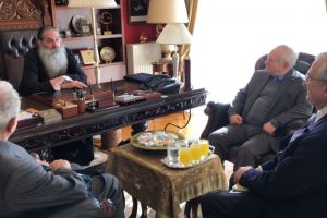 Τον Σεβασμιώτατο Μητροπολίτη Πειραιώς κ.Σεραφείμ επισκέφθηκαν μέλη του συλλαλητηρίου για την Μακεδονία.