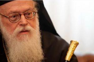 Οι Αλβανοτσάμηδες επιτίθενται στον Αρχιεπίσκοπο Αναστάσιο