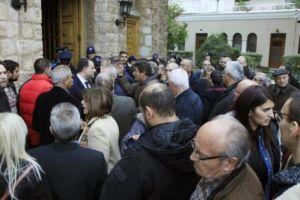 Υποστηρικτές Συμ. Λαμπρινάκου: «Δεν συμμετέχουμε στη χειροτονία του νέου Μητροπολίτη»