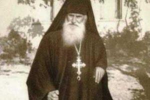 Ο Άγιος Άνθιμος της Χίου συζητά με τον Μητροπολίτη Χίου Παντελεήμονα Φωστίνη