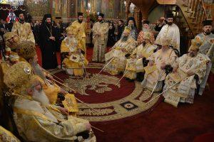Λαοθάλασσα πιστών στην Καλαμάτα για την Πολιούχο  Παναγία Υπαπαντή
