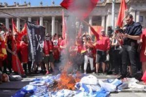 Ελληνες της Αυστραλίας μηνύουν Σκοπιανούς για το κάψιμο της ελληνικής σημαίας