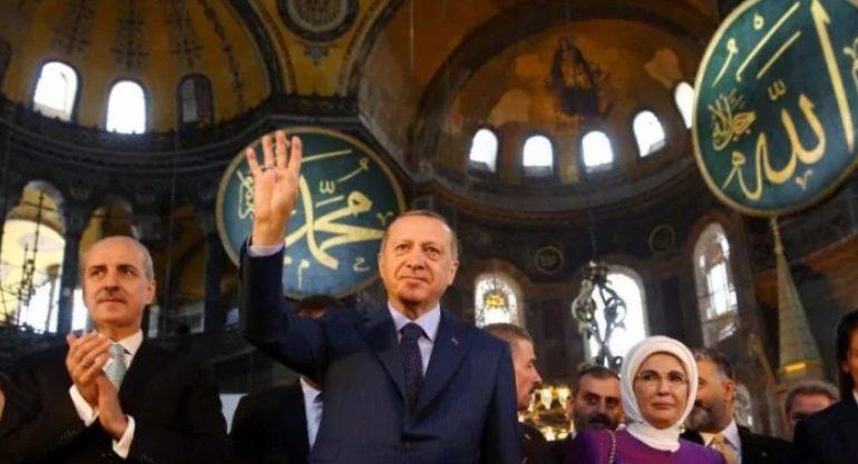 """Ο ιερόσυλος Ερντογάν προκαλεί μέσα στην Αγιά Σοφιά: """"Ηθελα να παραμείνει τζαμί"""""""