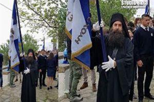Μοναχός από το Άργος παρέλασε ως σημαιοφόρος στη Πάτμο παρουσία του Υπουργού Π. Κουρουμπλή