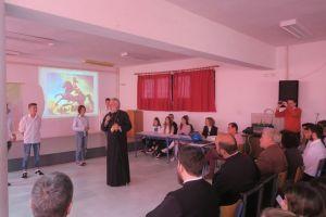 Σε εορταστικές εκδηλώσεις σχολικών μονάδων ο Μητροπολίτης Σύρου