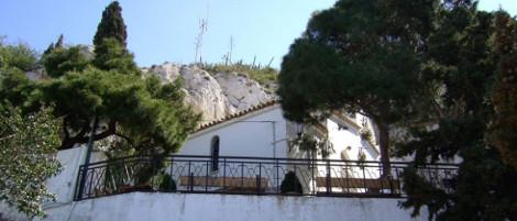 Ο Ιερός Ναός των Αγίων Ισιδώρων Λυκαβηττού πανηγυρίζειτην Ιερά μνήμη του Αγίου Μεγαλομάρτυρος Γεωργίου του Τροπαιοφόρου.